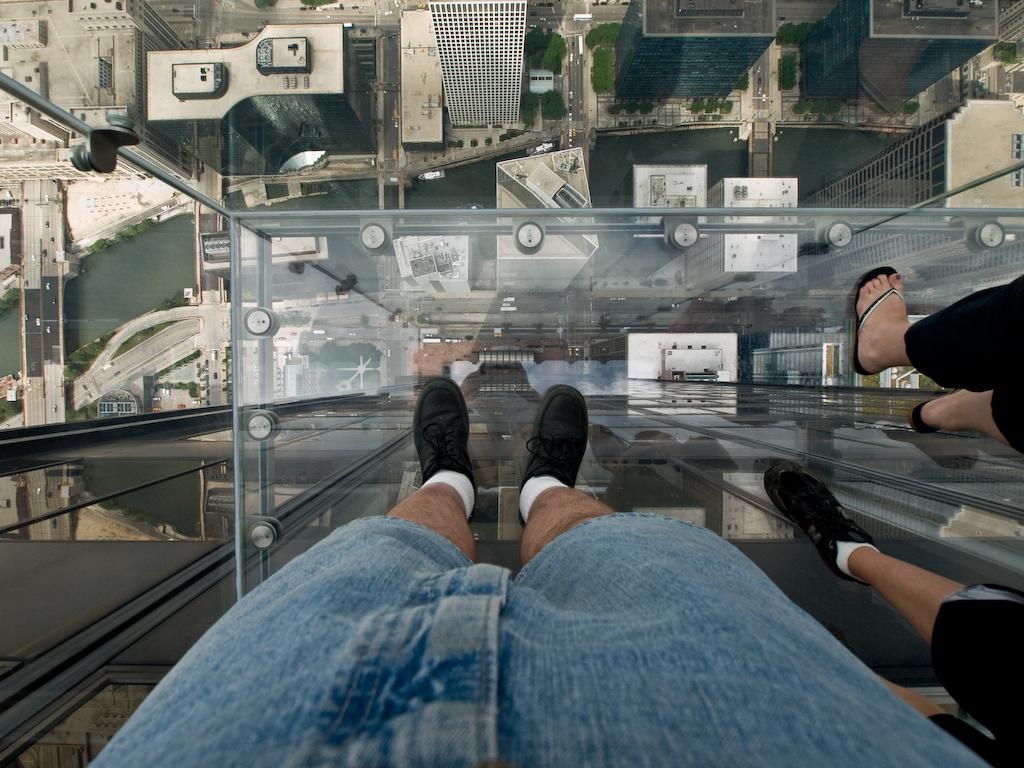"""Стеклянный балкон на 103-м этаже небоскрёба """" nibler.ru - мо."""