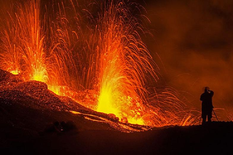 a report on piton de la fournaise and piton des neiges Report abuse comment add a comment submit just now le volcan s'appelle le piton de la fournaise le second, éteint, s'appelle le piton des neiges.